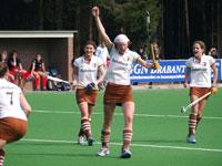 image: hockey dames Tilburg thuis tegen Nueunen
