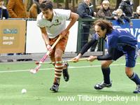image: Hockeywedstrijd tussen Tilburg H1 en Pinoke H1